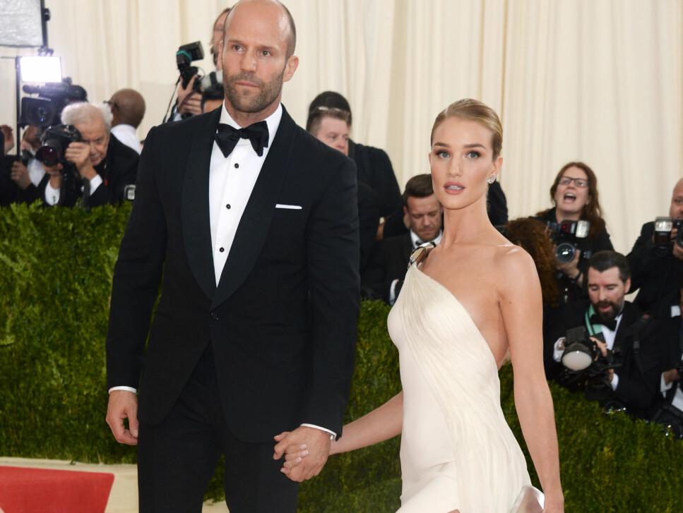 BLIR FORELDRE: Hollywood-skuespiller Jason Statham og supermodell Rosie Huntington-Whiteley venter sitt første barn sammen. Foto: Sipa USA / NTB scanpix
