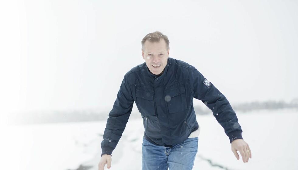 SNAKKER UT: Kjetil Rekdal kan endelig puste litt ut hjemme, her ved Mjøsa på Hamar. I dette intervjuet forteller han om hva som skjedde da han ga seg i Vålerenga.