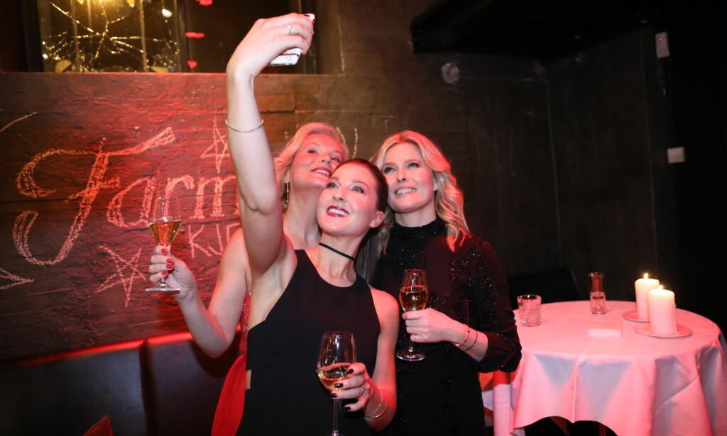 SELFIE-TID: Ingeborg Myhre, Ida Gran-Jansen og Vendela Kirsebom tok bilde sammen. Foto: Christian Roth Christensen / Dagbladet