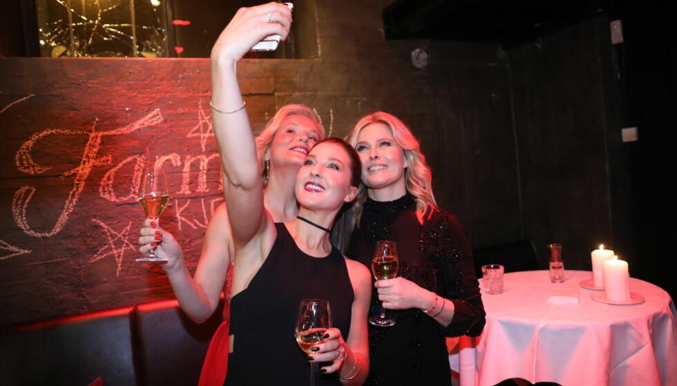<strong>SELFIE-TID:</strong> Ingeborg Myhre, Ida Gran-Jansen og Vendela Kirsebom tok bilde sammen. Foto: Christian Roth Christensen / Dagbladet&nbsp;