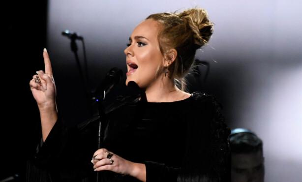 PREGET: Adele ba arrangørene om å få starte sin hyllest til George Michael til nytt. Foto: NTB scanpix