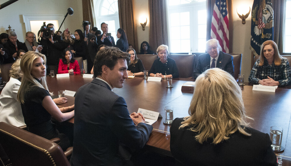 <strong>DISKUTERTE KVINNER:</strong> Canadas statsminister fikk Ivanka Trump ved sin side. Foto: Kevin Dietsch/Consolidated News Photos/Kevin Dietsch/NTB Scanpix