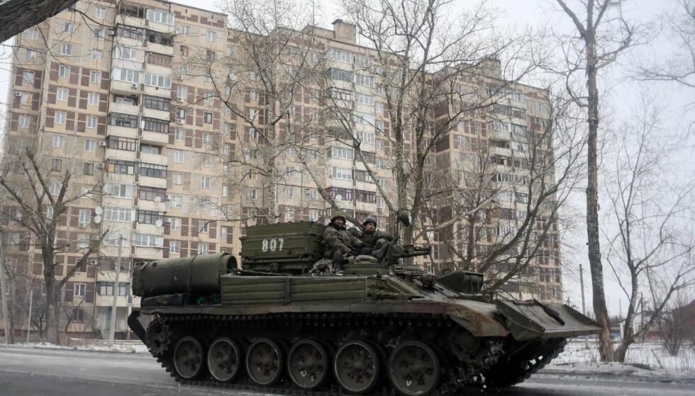 UKRAINA: Ukrainske soldater i Donetsk tidligere denne måneden. Kampene mellom regjeringsstyrker og russiskstøttede separatister fortsetter i den tidligere sovjetrepublikken. Foto: NTB Scanpix