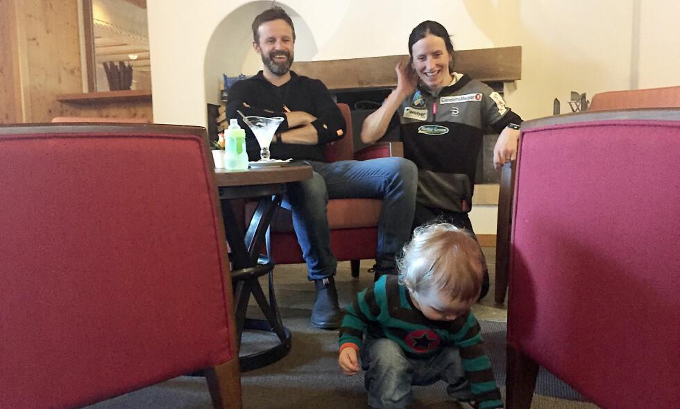 FAMILIEN: Marit Bjørgen, Fred Børre Lundberg og Marius i Davos. Foto: Fredrik Økstad Sandberg