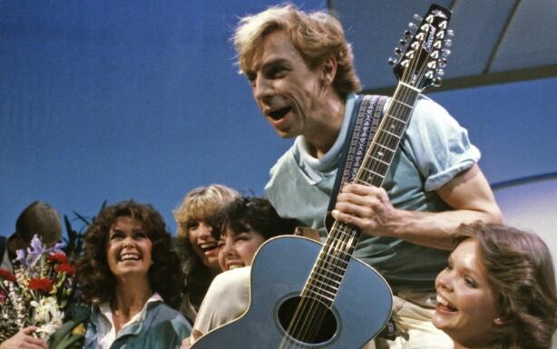 MELODI GRAND PRIX: Wenche Myhre (t.v.) i Melodi Grand Prix i 1983 sammen med blant andre Jahn Teigen. Foto: NTB Scanpix