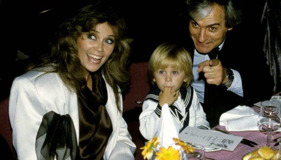 GIFT: I 1981 giftet Wenche seg med Michael Pfleghar. Her er de sammen med sin sønn Michael Plfeghar jr. i 1984. Foto: NTB Scanpix