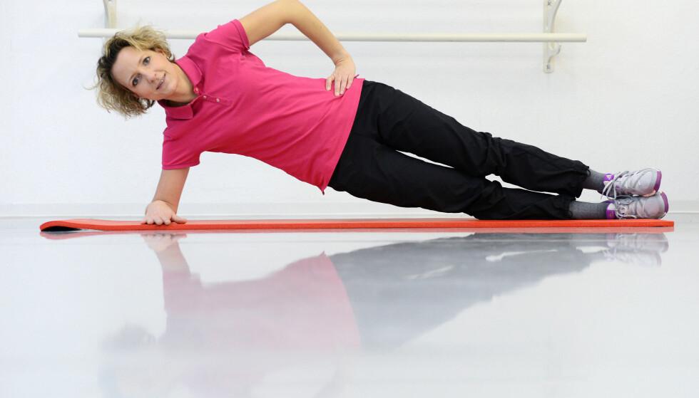 STERK MAGE: En sterk mage og kjernemuskulatur kan hjelpe deg i både hverdagen og på trening. Foto: Frank May / NTB Scanpix