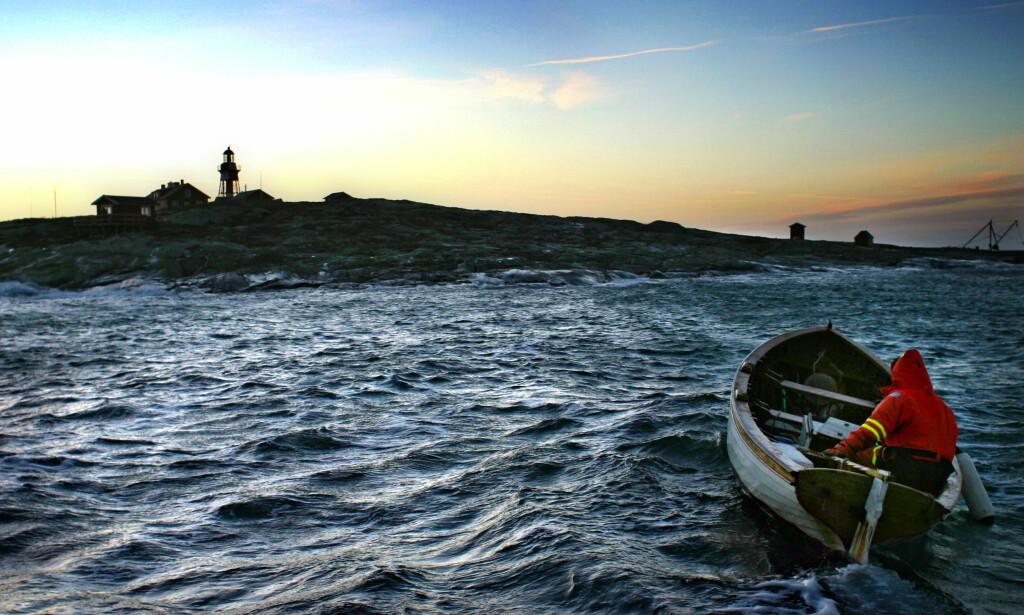 GIFT FRA ANDRE VERDENSKRIG: En småbåt på vei til Heidenstamfyren på Måseskär utenform Kärringön, Orust. Illustrasjonsfoto: Foto Joakim Roos NTB Scanpix.