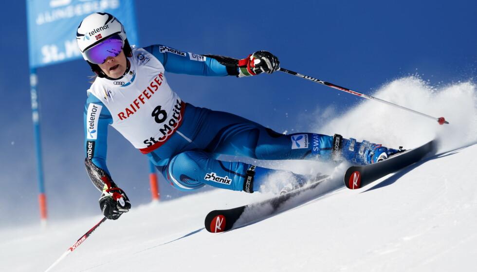 Nina Løseth i aksjon i 1.omgang storslalåm under VM i alpint i St. Moritz torsdag. Foto: Cornelius Poppe / NTB scanpix
