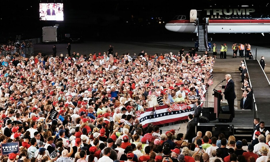 MASSEMØTE: I september var Donald Trump i den samme hangaren og talte til 8500 tilhørere. Foto: Spencer Platt/Getty Images/AFP