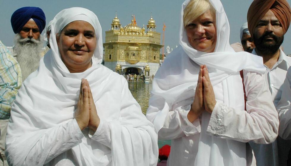BESØKTE INDIA: Daværende SV-leder Kristin Halvorsen besøkte India i 2005. Her foran det gyldne tempelet i Amritsar. Foto: Narinder Nanu / AFP / NTB Scanpix