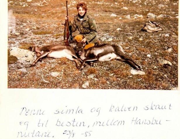 STOLT 15-ÅRING: En kry Leif Einar har nettopp skutt en simle (hunnrein) og en kalv til bestefaren sin. FOTO: PRIVAT/INSTAGRAM
