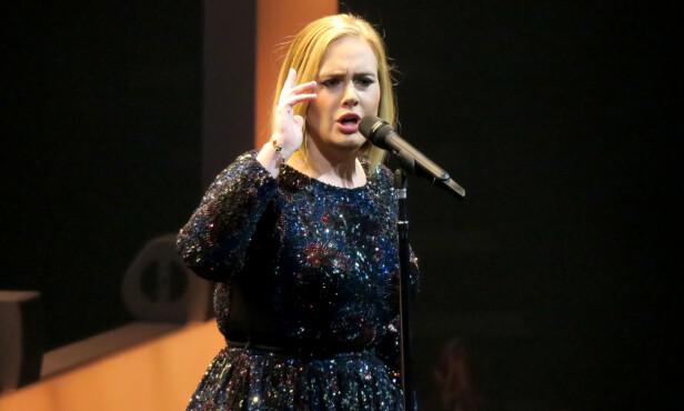 RETT FRA HJERTET: Adele deler gjerne av egne meninger fra Scenen og lot verken president Trump eller musikkprodusent Tony Visconti slippe lett unna. Foto: NTB Scanpix.