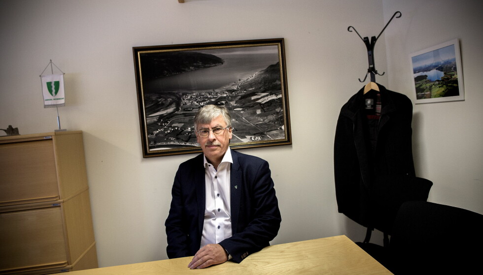 HENGES UT: Ordfører Oddbjørn Bang hadde et møte med Skarsvåg på kontoret sitt. Ansiktet til Bang pryder nå profilbildet i en hatgruppe på Facebook. Foto: Tomm W. Christiansen / Dagbladet
