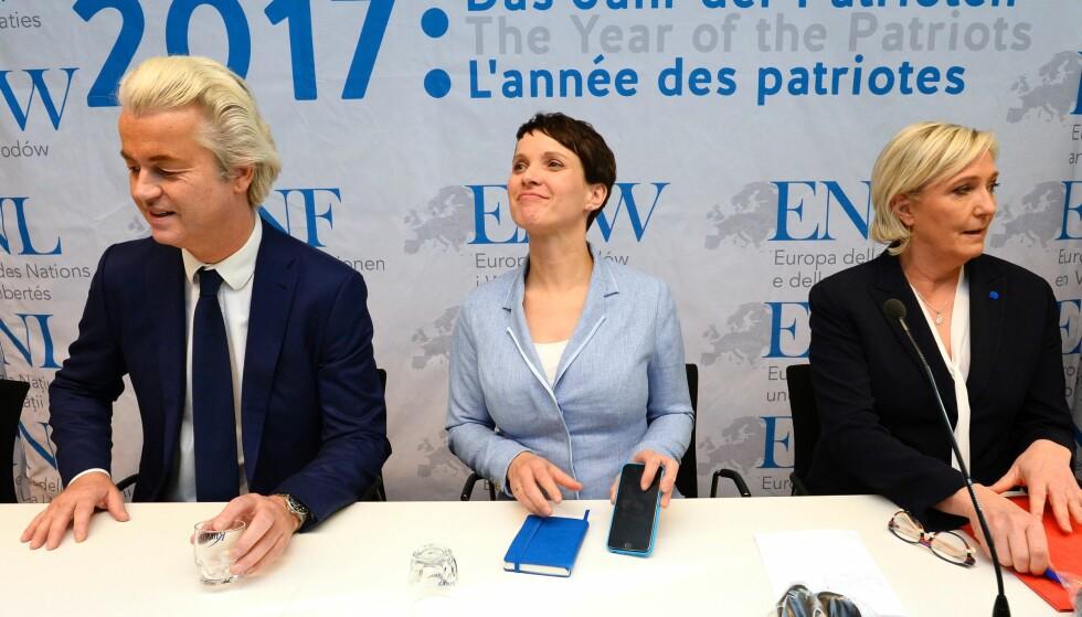 «PATRIOTENES ÅR:» Tre ledere for tre høyrepopulistiske partier som alle seiler i medvind. Til venstre, nederlandske Gert Wilders fra Partiet for Frihet (PVV), i midten, leder for det tyske anti-immigrasjonspartiet Alternativ for Tyskland (AfD), Fauke Petry, til høyre, leder for frankrikes Nasjonal Front, Marine Le Pen. De tre møttes i den tyske byen Kolbenz i januar. I løpet av våren er det valg i alle de tre landene. Foto: AFP PHOTO / Roberto Pfeil
