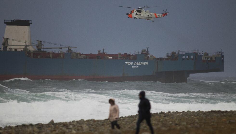 MOTORSTOPP: Redningsaksjon ved Feistein fyr utenfor Klepp. Cargofartøyet Tide Carrier fikk motorstopp rett ved Feistein fyr. Foto: Carina Johansen / NTB Scanpix