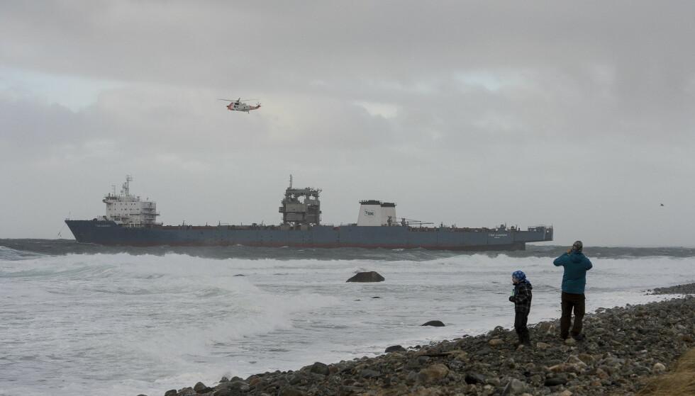 REDNINGSAKSJON: Redningsaksjon ved Feistein fyr utenfor Klepp. Cargofartøyet Tide Carrier fikk motorstopp rett ved Feistein fyr. Foto: Carina Johansen / NTB Scanpix