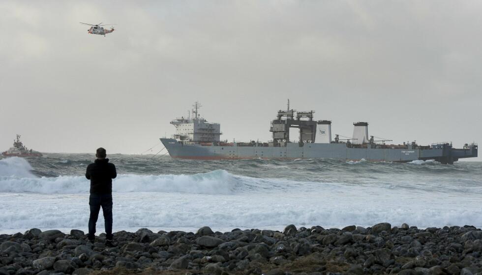 HAVARERT: Cargofartøyet «Tide Carrier» fikk motorstopp rett ved Feistein fyr på Jæren i Rogaland. Foto: Carina Johansen / NTB Scanpix