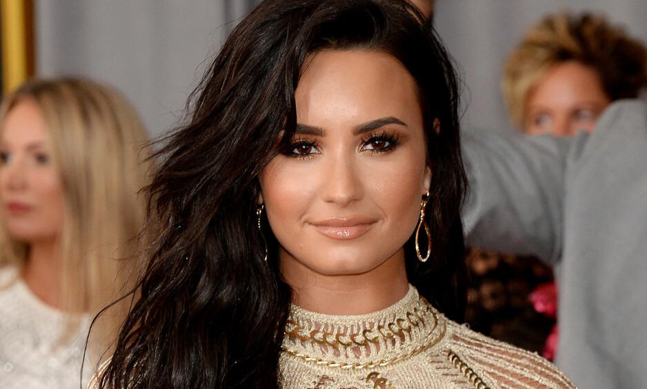 FRAKTET TIL SYKEHUS: Sangstjerna Demi Lovato skal ha blitt fraktet til sykehus tirsdag. Foto: NTB scanpix