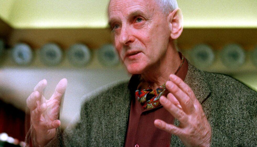 """DØD: Dag Østerberg er død, 78 år gammel. Her under presentasjonen av boka """"Arkitektur og sosiologi i Oslo"""" i 1998. Foto: Erik Johansen / NTB scanpix"""