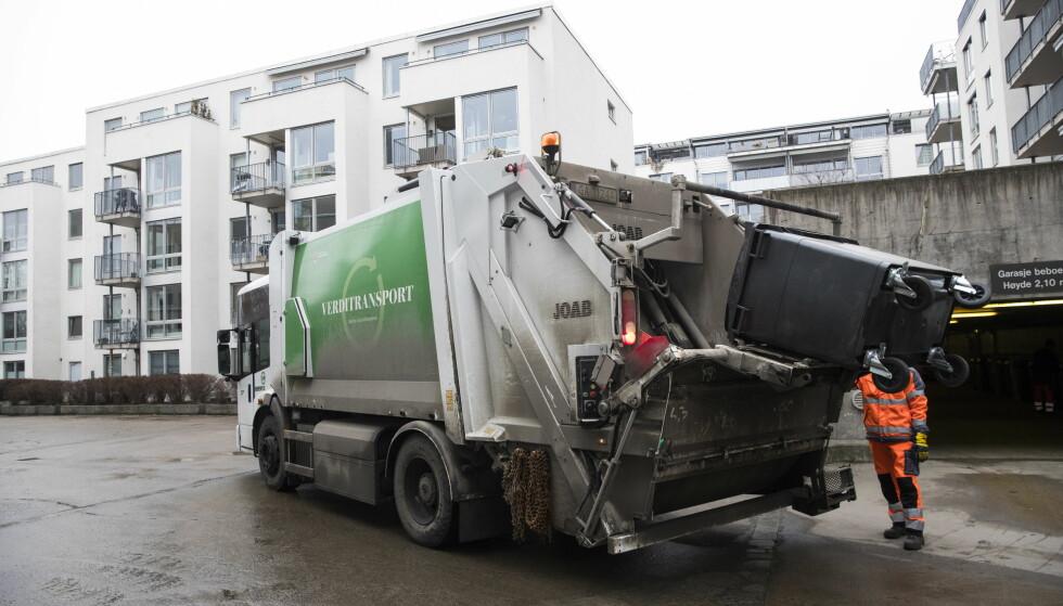 SØPPEL PÅ ANBUD: - NHO burde vite at når politikere i denne situasjonen velger å arrangere priskonkurranse på renovasjon, så velger de samtidig sosial dumping som strategi, skriver artikkelforfatteren. Foto: Håkon Mosvold Larsen / NTB scanpix