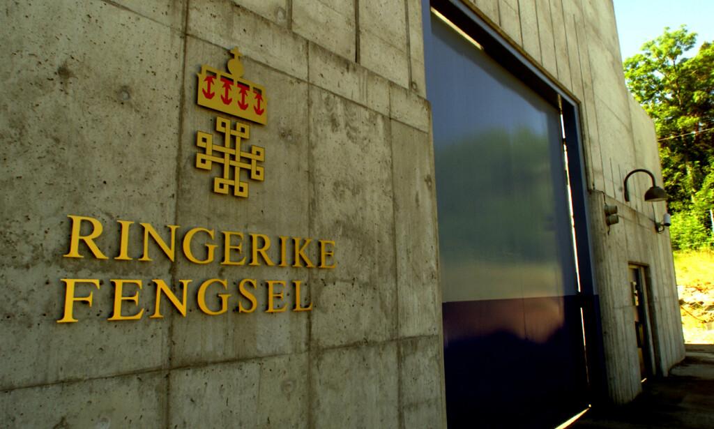 RINGERIKE FENGSEL: Det var her i Ringerike fengsel at en innsatt angrep en annen innsatt. Den angrepne personen avgikk med døden. Foto: Bjørn Sigurdsøn / SCANPIX