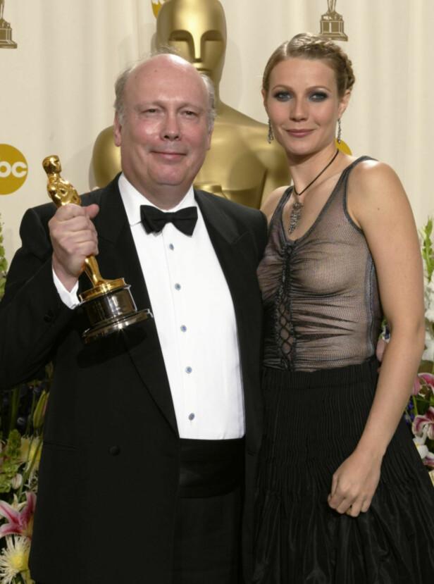 MOTEKRISE: Gwyneth Paltrow sammen med Oscar-vinner Julian Fellowes i 2002. Foto: Reuters/ NTB scanpix