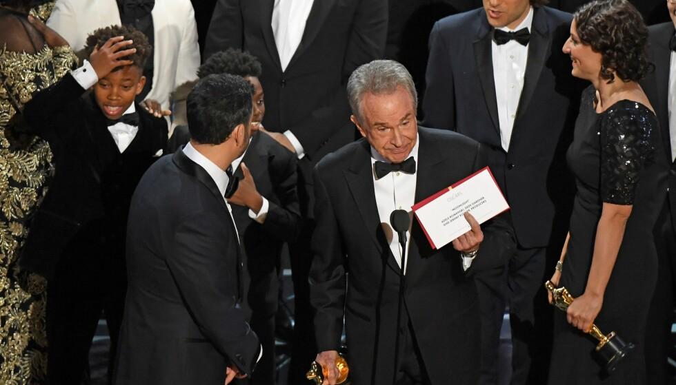 <strong>FEIL VINNER:</strong> Warren Beatty var med på å annonsere at «La La Land» hadde stukket av med prisen for beste film. Det viste seg å være feil. Foto: NTB Scanpix