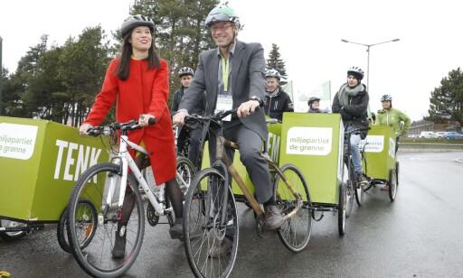 Da Miljøpartiet De Grønne avholdt landsmøte i 2016 og Lan Nguyen Berg og Rasmus Hansson ankom med sykkel. Foto: Terje Pedersen / NTB scanpix