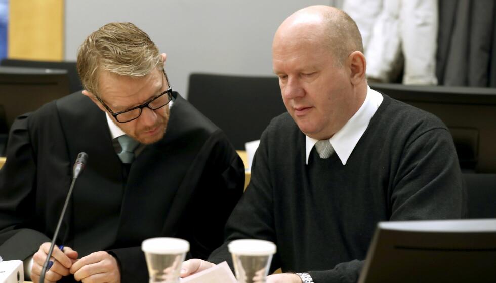 TILTALT: Rettssaken mot den pensjonerte orlogskaptein Bjørn Stavrum startet i Oslo tingrett tirsdag. Her med en av hans to forsvarere, advokat Kim Ellertsen. Foto: Vidar Ruud / NTB scanpix