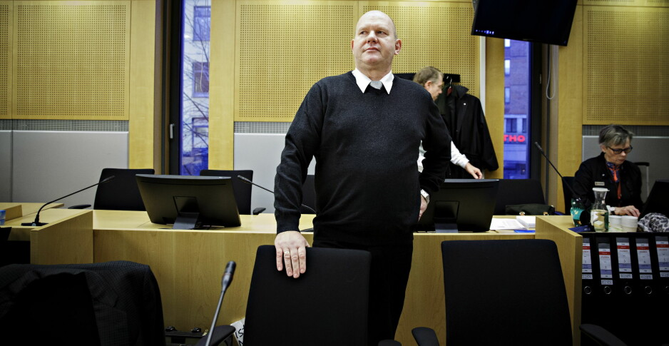 FORKLARTE SEG: Den korrupsjonstiltalte pensjonerte orlogskapteinen Bjørn Stavrum forklarte seg i Oslo Tingrett i dag. Foto: Nina Hansen/Dagbladet
