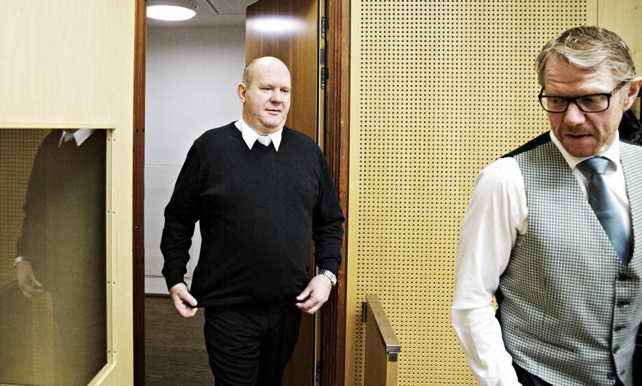 DØMT: Pensjonert orlogskaptein, Bjørn Stavrum fikk i dag dommen i Oslo tingrett. Her er han sammen med sin forsvarer Kim Ellertsen tidligere i rettssaken.  Foto: Nina Hansen / Dagbladet