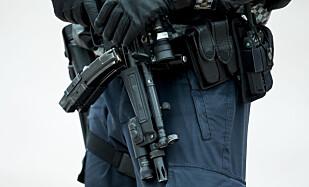 VÅPEN: Får PST det som de vil, blir norsk politi bevæpnet. Foto: Vegard Wivestad Grøtt / NTB scanpix