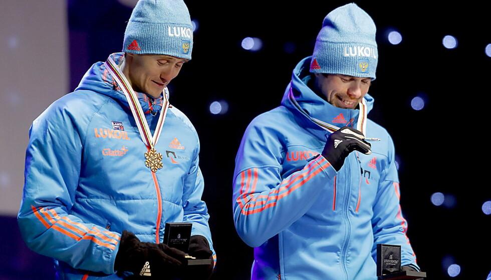 HELDIG: Nikita Kriukov (t.v.) legger ikke skjul på at han var heldig da han vant gull sammen med Sergej Ustjugov (t.h.) på lagsprinten i Lahti-VM, men det er likevel ikke tilfeldig at han vinner oftere i mesterskap enn i verdenscupen. Foto:  Bjørn Langsem