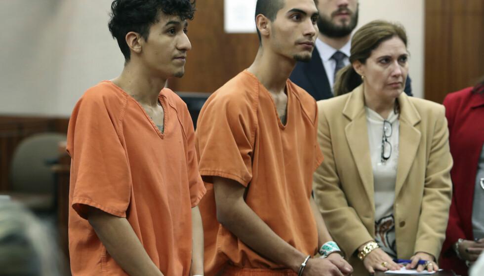 DRAPSSIKTEDE: Miguel Alvarez-Flores (t.v) og Diego Hernandez-Rivera er siktet for drap og kidnapping av tenåringsjenter. Foto: Steve Gonzales / Houston Chronicle via AP / NTB scanpix