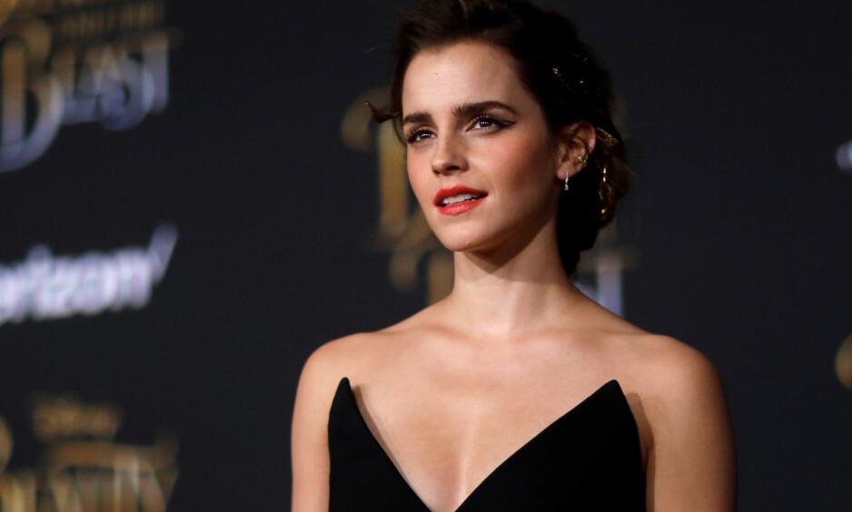 HARDT UT: Filmaktuelle Emma Watson blir kritisert av flere for å være femnist, men samtidig vise fram brystene sine. Nå slår stjerna tilbake. Foto:  REUTERS/Mario Anzuoni, NTB scanpix