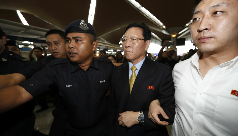 UTVIST: Nord-Koreas ambassadør til Malaysia, Kang Chol, ble mandag utvist fra landet. Foto: Vincent Thian / AP / NTB Scanpix