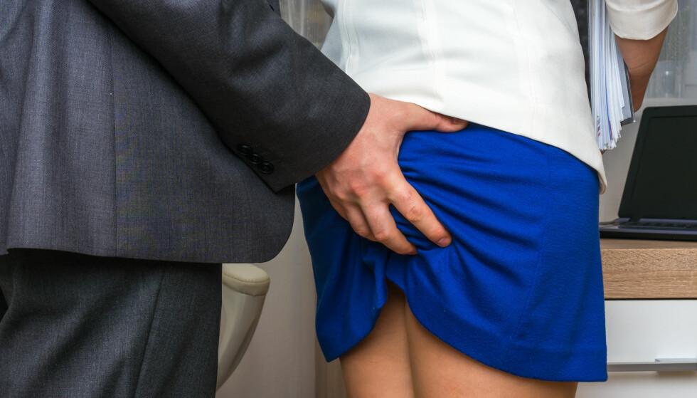 20 prosent: I en fersk undersøkelse gjennomført av Fafo oppgir én av fem at de har opplevd seksuell trakassering på jobb, skriver innleggsforfatterne.  Foto: Shutterstock / NTB scanpix
