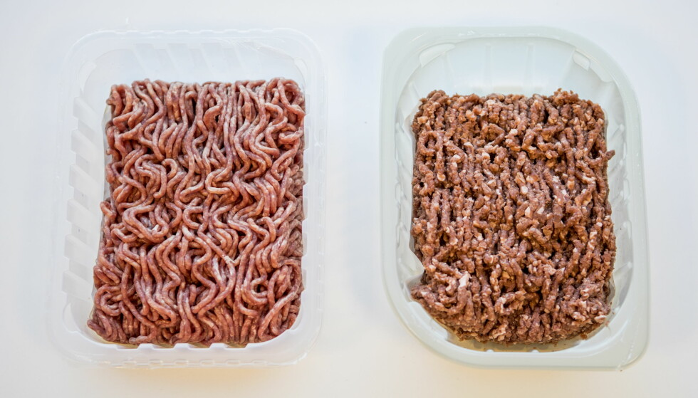 KJØTT VS VEGETAR: Vanlig kjøttdeig til venstre, Meatish deig til høyre. Vegetardeigen ser ut som om den er grovere malt, men vi kunne lett tatt feil i butikk.