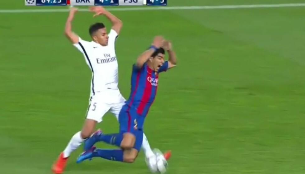 FALT LETT: Luis Suárez filmet seg til straffesparket som ga 5-1, mener Lars Lagerbäck. Foto: VIASAT
