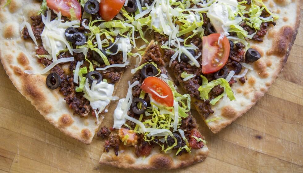SPRØ BUNN: Ti pizzaproffer avslører sine beste tips for sprø, saftig og velsmakende pizza. Du legger vel for eksempel ikke osten oppå fyllet? Foto: Lisbeth Michelsen