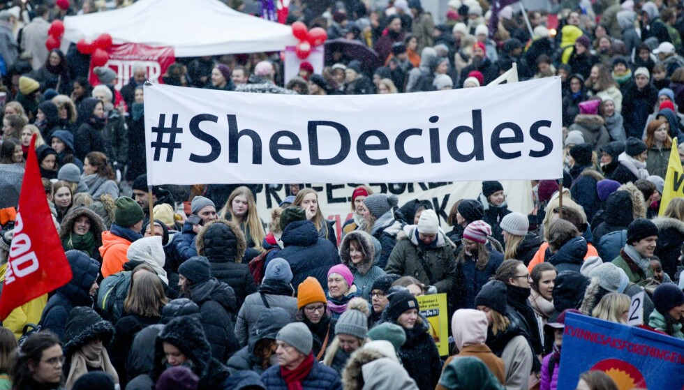 INTERNASJONALT: «She Decides» var også blant parolene i årets 8. mars-markering i Oslo sentrum sist onsdag. Foto: Berit Roald / NTB Scanpix