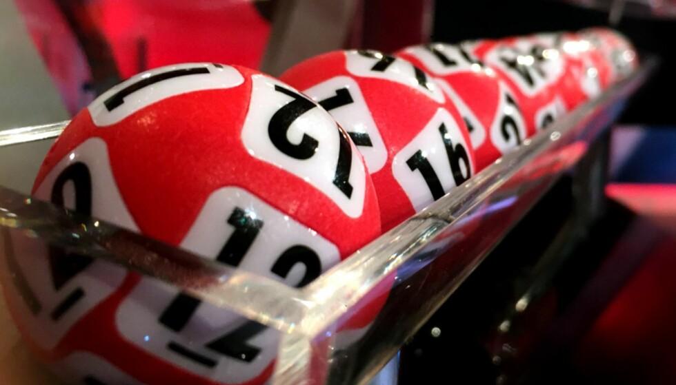UKLOKT? Mange hundre tusen nordmenn leverer lottorekker hver uke. Foto: NTB Scanpix