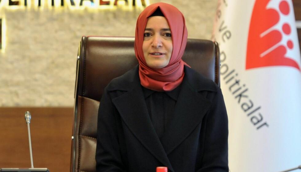 PÅGREPET: Familie- og sosialminister Fatma Kaya ble ifølge den tyrkiske TV-stasjonen NTV stanset av nederlandsk politi idet hun krysset grensen fra Tyskland lørdag. Foto: EPA / NTB Scanpix