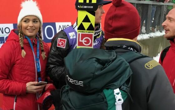 STØTTE: Tandes kjæreste Anja Nymoen Søberg var smilende til stede i Holmenkollen. Foto: Tore Ulrik Bratland