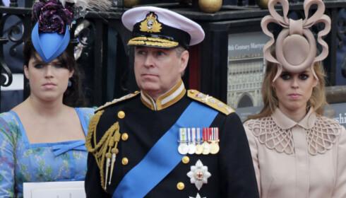 USKYLDIG: Prinsesse Beatrice (t.h.), her sammen med søsteren, prinsesse Eugenie og faren sin, prins Andrew, i bryllupet til prins William og hertuginne Kate i 2011. Foto: Gero Breloer/AP/NTB scanpix