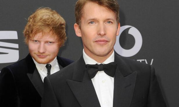 GOD TONE: Ed Sheeran tuller med James Blunt på Golden Camera Awards i Hamburg 4. mars. Foto: BabiradPicture /REX/ Shutterstock/NTB scanpix