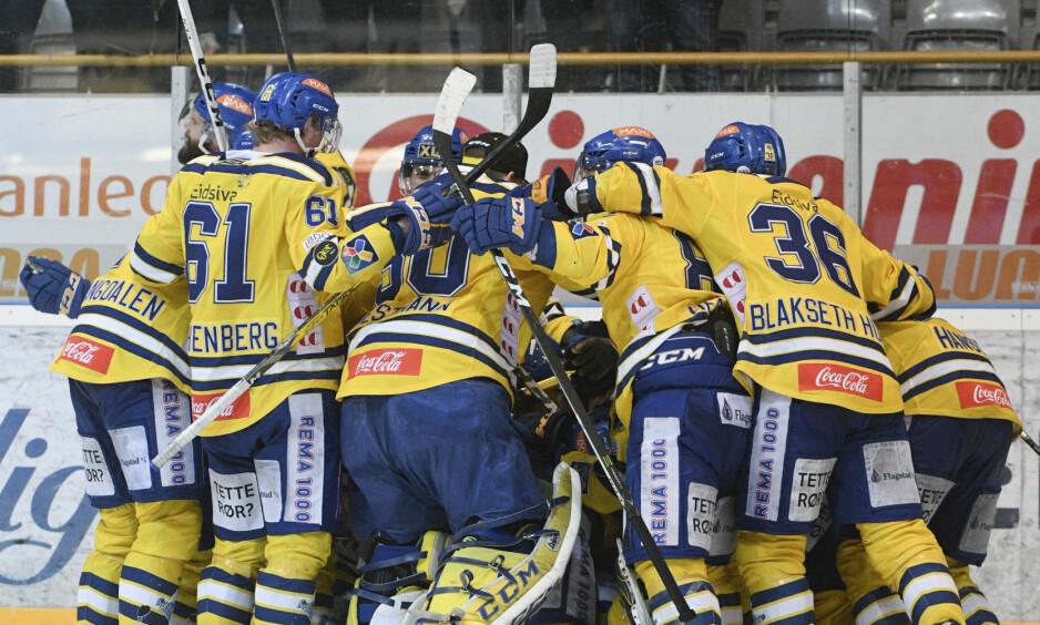 GUINNESS REKORD: Storhamar vant verdens lengste ishockeykamp da de sikret 2-1-seier mot Sparta i 11. periode i sin kvartfinaleserie i NM-sluttspillet søndag. Foto: Fredrik Olastuen / NTB scanpix