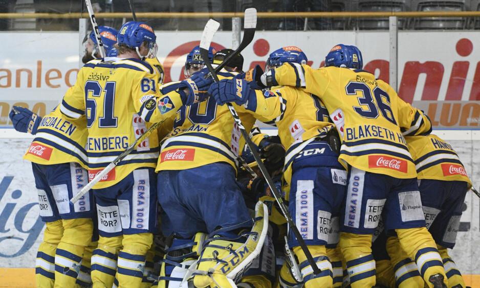 REKORDKAMP: Storhamar vant 2-1 mot Sparta etter en rekordlang kamp i natt. Foto: Fredrik Olastuen / NTB scanpix