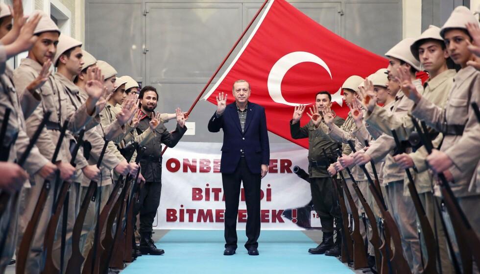 FOLKEAVSTEMING: 16. april skal det avholdes folkeavsteming i Tyrika, som vil avgjøre om president Erdogan skal få enda mer makt. Foto: AFP / NTB Scanpix